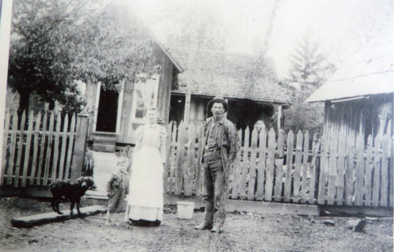 "Joseph Benjamin Ross, wife Lillie Mae Ross, son Elmer Ross and dog ""Snipe"" at their home in Wheatland, Oregon, 1899.  WHC 2017.002.0001."